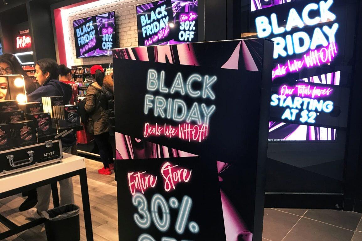 181015 black friday shopping al 1405jpg e7d5d3e4a5923507ad4d886cf0cf8e0e