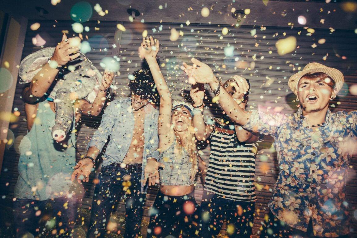 teen partying 2000x1200